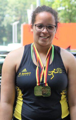 Celia mit Medaillen